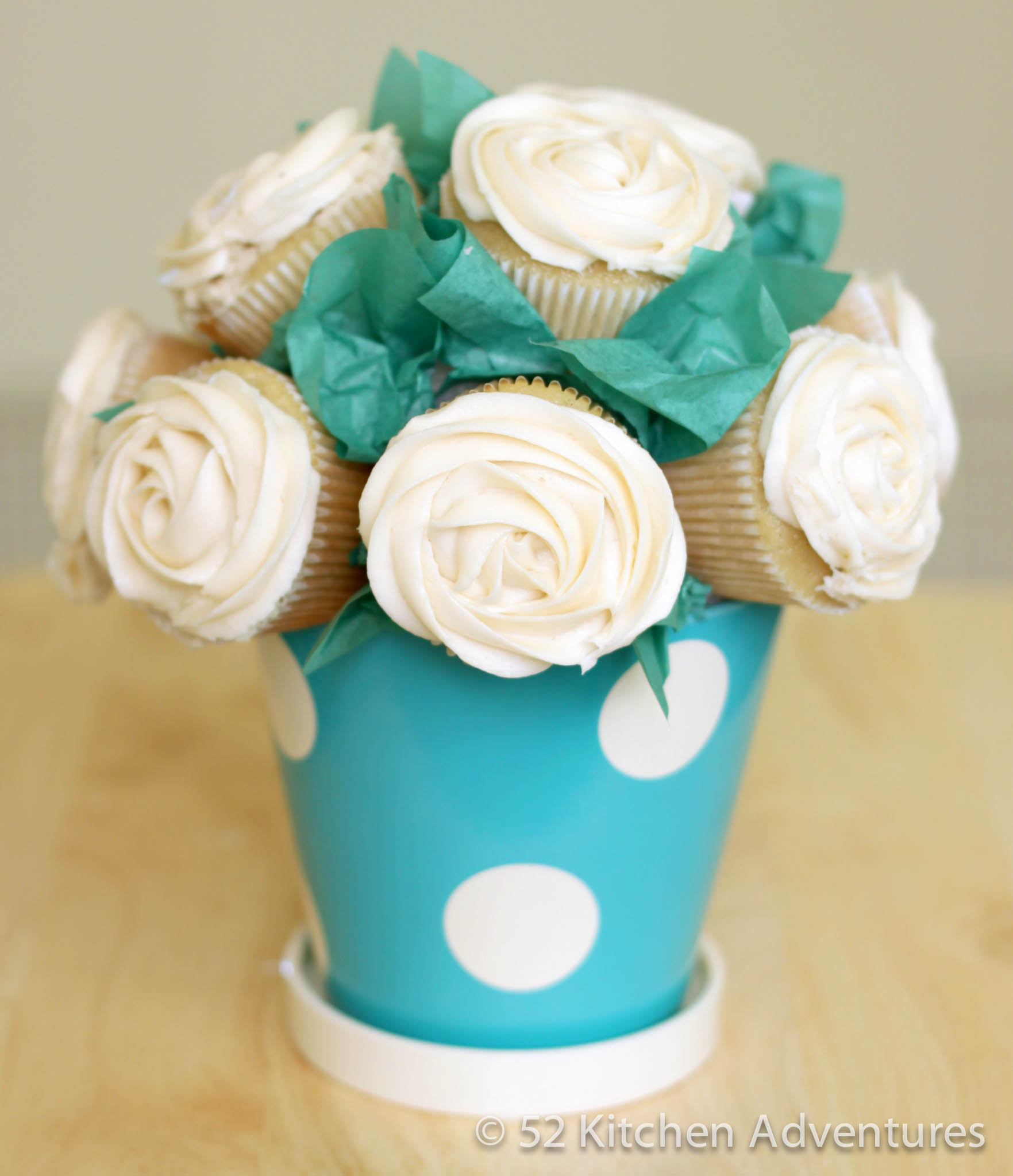 How to Make a Cupcake Bouquet » How to make a cupcake bouquet